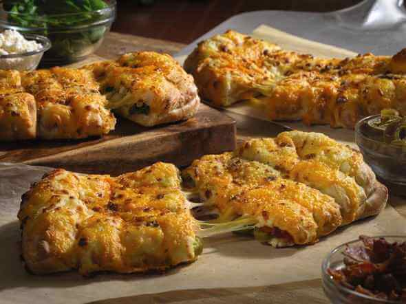 Prueba los deliciosos cheesy breads Domino's